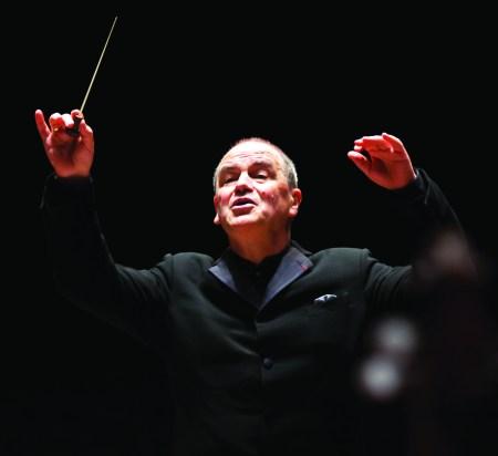 Hans Graf conducted the Oregon Symphony.