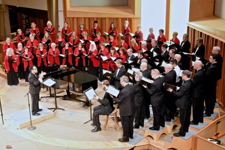 Jason Sabino leads Oregon Chorale. Photo: Don White.