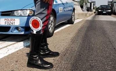 Messina. Ruba auto in centro e fugge in direzione Palermo