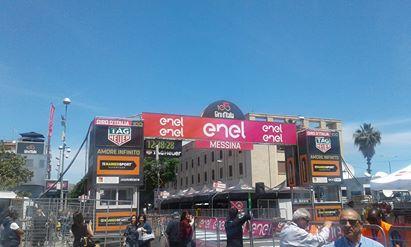 Giro d'Italia a Messina. Il colombiano Gaviria trionfa nella tappa dello Stretto