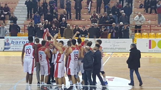 Basket. Verso semifinale Orsa Barcellona-Lamezia, società pensa al futuro e 'blinda' coach Beto Manzo