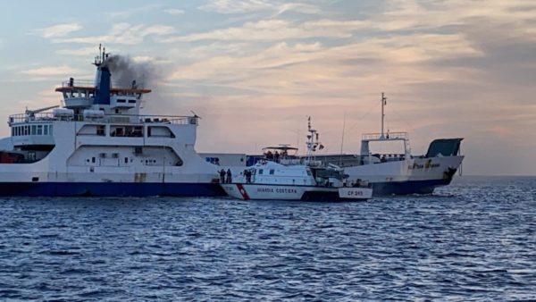 Messina. Fumo a bordo del traghetto Villa San Giovanni, intervento Guardia Costiera e Vigili del Fuoco