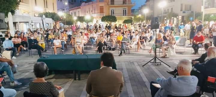 """Capo d'Orlando. Grande successo per la presentazione de """"I Viceré delle Agromafie"""" di Luciano Armeli Iapichino"""