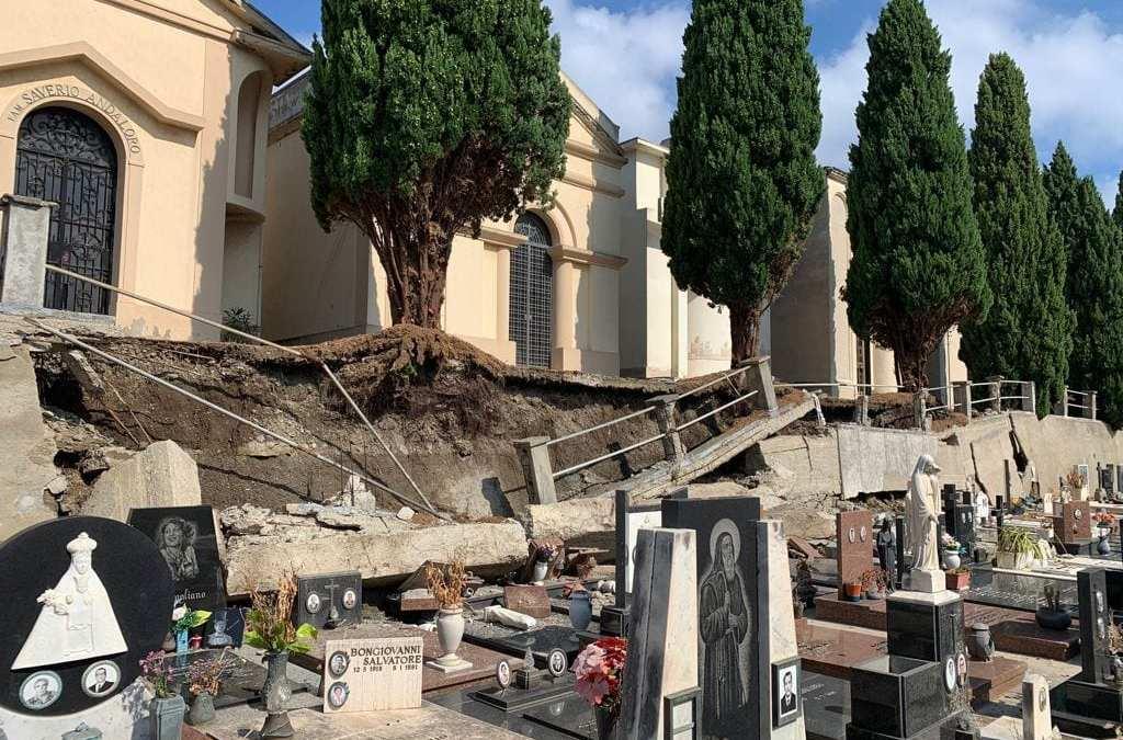 Milazzo. Crollo del muro al Cimitero, Comune, causa anche della totale assenza di armature nel calcestruzzo