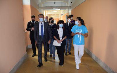 Messina. Avvio scuole, visita di Prefetto e Questore all'IC Pascoli-Crispi