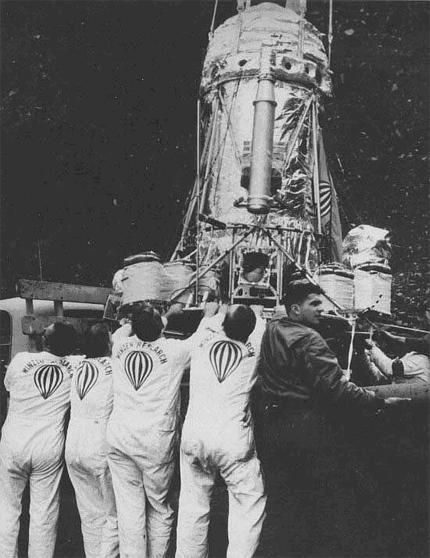 Manhigh 02 - Preparativos para o lançamento da Manhigh-II a 19 de Agosto de 1957 com o Major David Simons