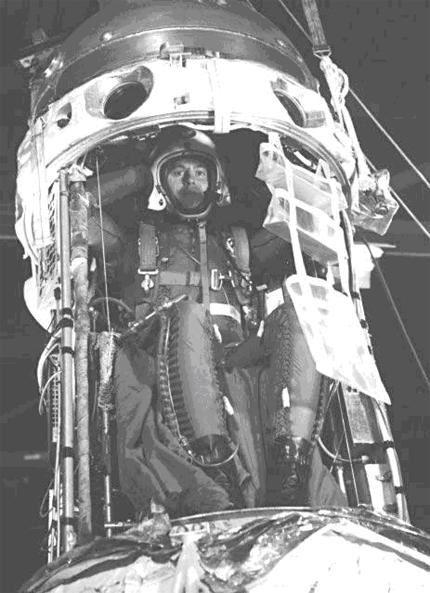 Manhigh 04 - O Tenente Clifton McClure a 8 de Outubro de 1958 antes de iniciar a terceira e última missão do projecto Manhigh