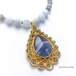 wire wrapped agate close