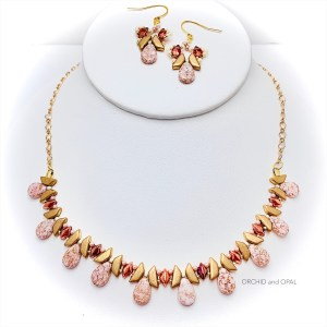 Tantalizing tinos necklace set peach gold
