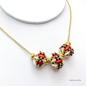 chameleon beaded bead necklace red cream