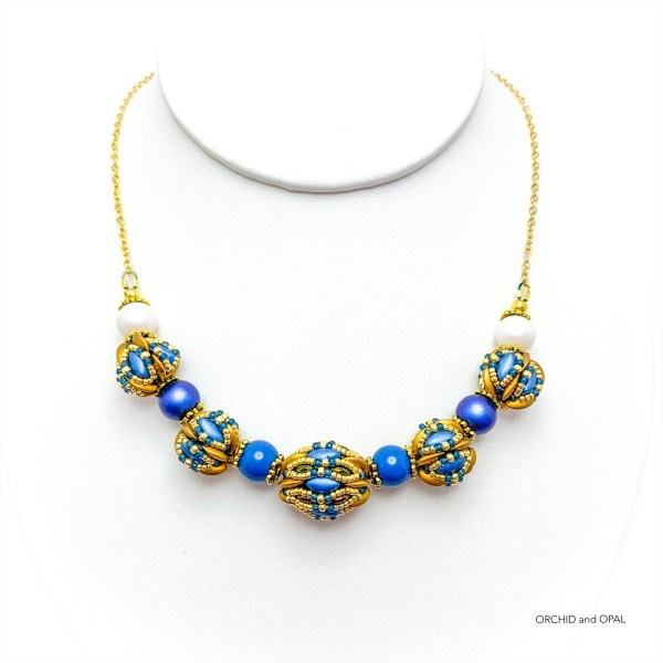 chameleon beaded beads necklace blue and gold