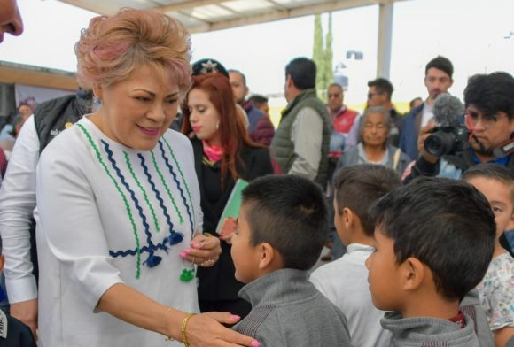 ENTREGA RUTH OLVERA OBRAS QUE RESPONDEN AL PROGRAMA MUNICIPAL DE PREVENCIÓN SOCIAL