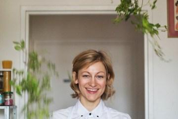 Die Köchin Sophia Hoffman jongliert mit Salat