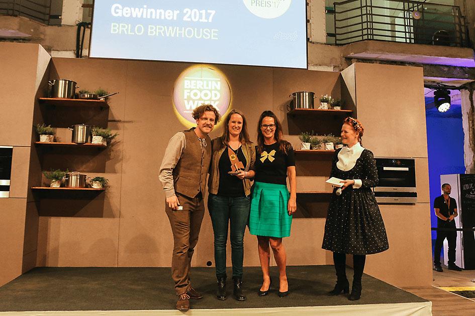 Das BRLO-BRWHOUSE-Team als strahlende Gewinner des Gastro-Gründerpreises 2017