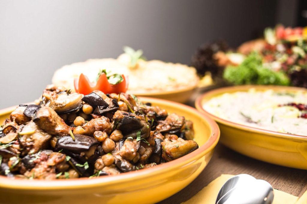 Buffet mit libanesischen Speisen