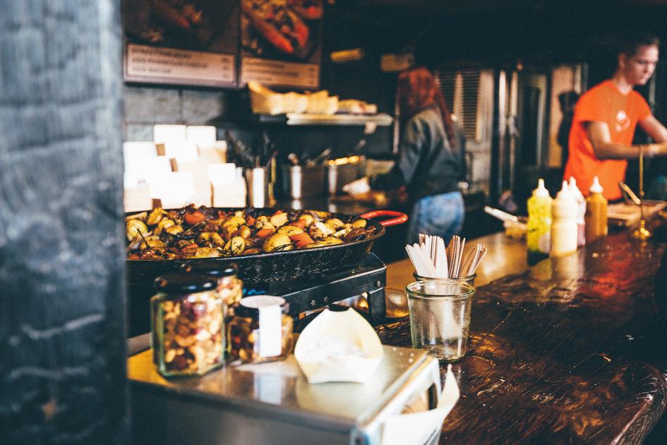 Eine offene Küche in einem geöffneten Restaurant