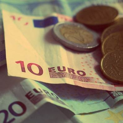 Billets de banque avec pièces