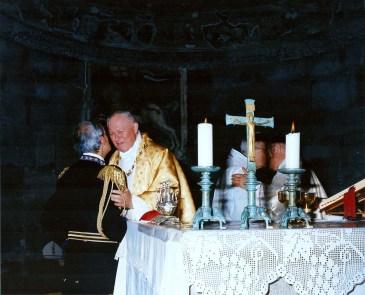 Un abbraccio tra il Gran Maestro Reggente ed il Gran Priore Ordine S. Brigida