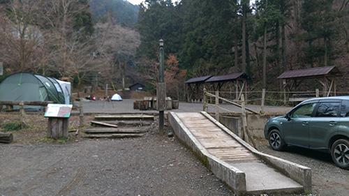 日影沢キャンプ場駐車場