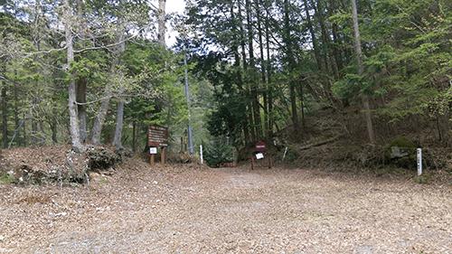 二軒屋キャンプ場駐車場