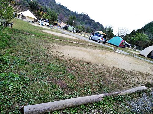 12坊温泉ゆららオートキャンプ場サイトの様子