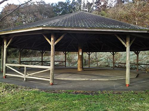 野田山健康緑地公園キャンプ場シェルター