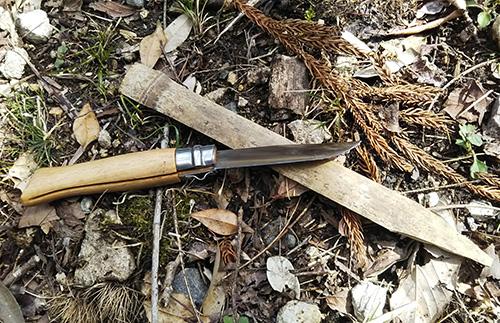 竹の先を削る