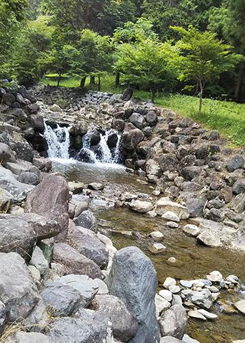 童子沢親水公園の川