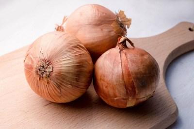Onions on Wood_35842010855_l