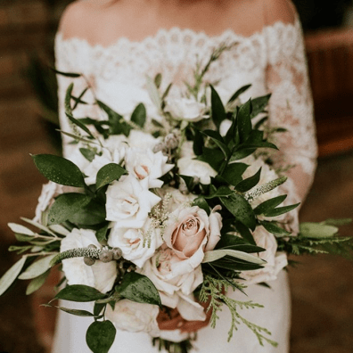 "Screenshot_2020-03-19 𝑺𝑫 𝑾𝑬𝑫𝑫𝑰𝑵𝑮𝑺 𝑩𝒀 𝑮𝑰𝑵𝑨 on Instagram ""Bridal bouquet inspiration 🌿 shellbellanderson #br[...]"