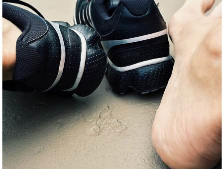 essential oil spray for smelly shoes