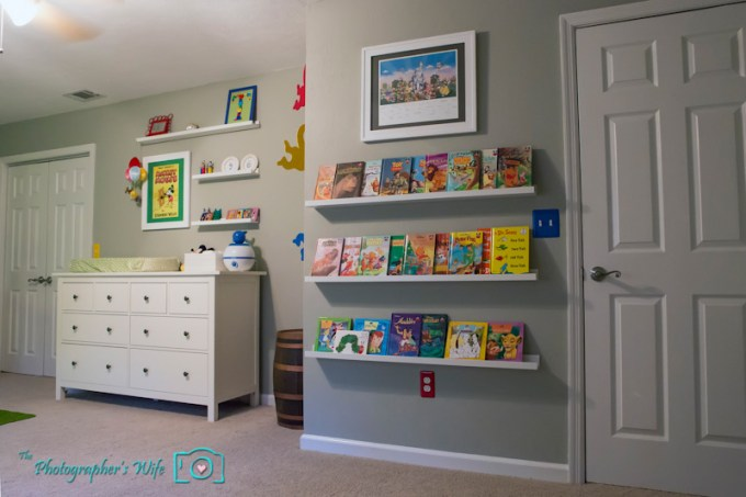 store children's books on ikea picture ledges