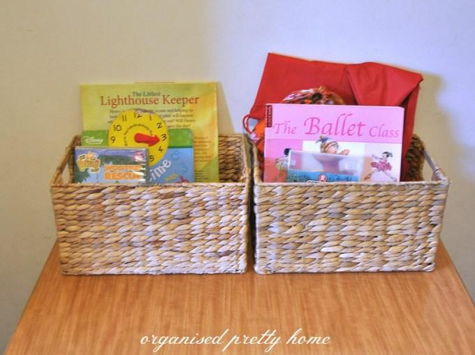 store children's books in baskets