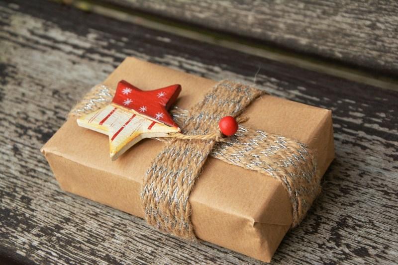 Trucos y consejos para gastar menos y regalar mejor