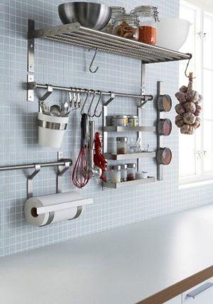 Organizar cocina: aprovecha paredes y considera el espacio vertical