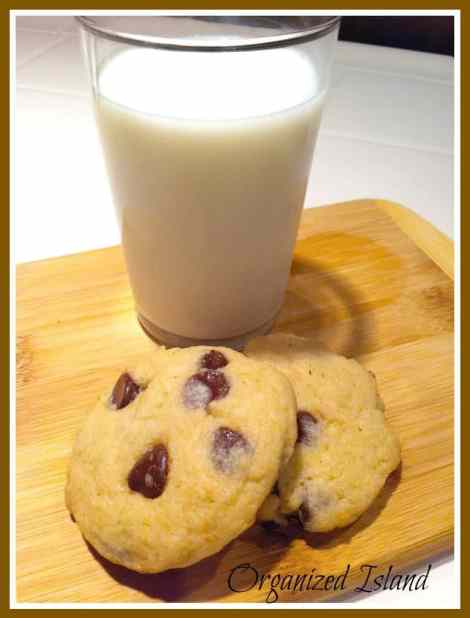 Best Chocolate Chip Cookies #recipe #chocolatechip #cookies from Organized Island