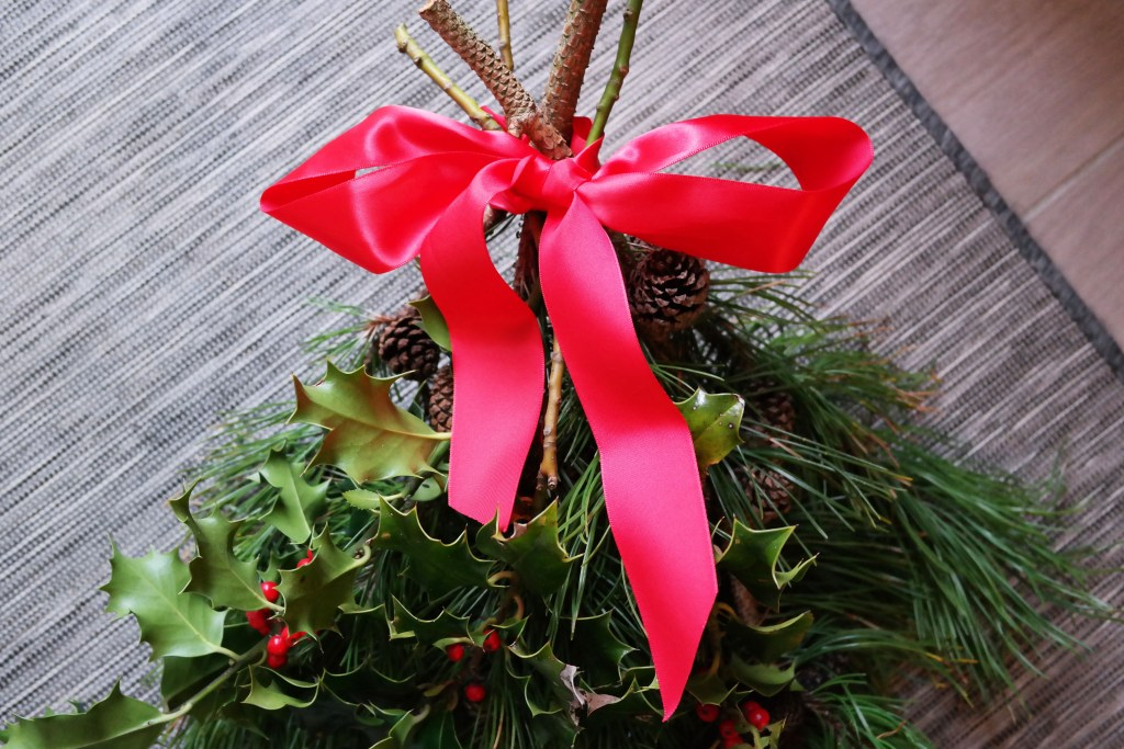 DIY Christmas Swag - finished red ribbon