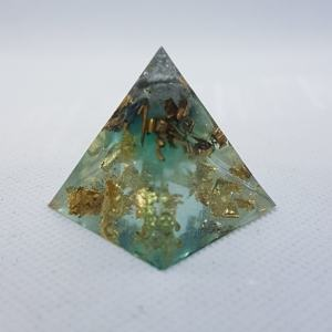 Crystal Gazing Orgoneit Orgonite Pyramid 3cm - Green calcite, Fluorite and Quartz, cocooned in brass and 24 carat gold leaf, such a calming Orgonite with emf protection Green calciteCrystal Gazing Orgoneit Orgonite Pyramid 3cm - Green calcite, Fluorite and Quartz, cocooned in brass and 24 carat gold leaf, such a calming Orgonite with emf protection Green calcite