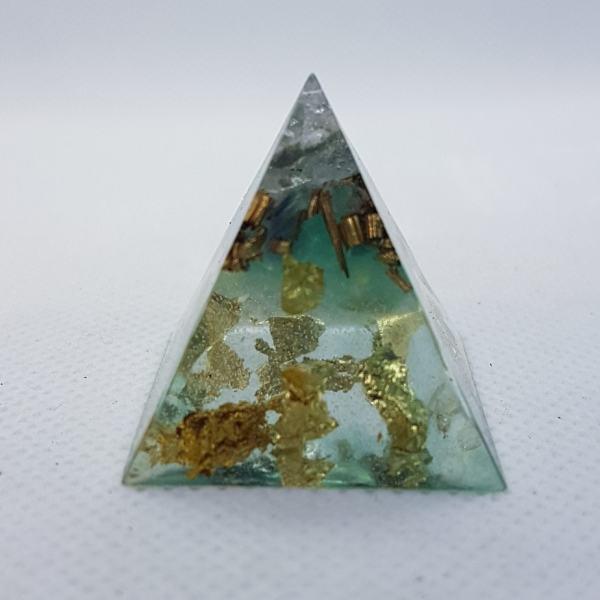 Crystal Gazing Orgoneit Orgonite Pyramid 3cm 1
