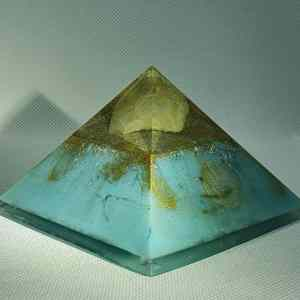 Reflector of Minds Quartz Pyramid Giza 9.5cm - Huge Golden Clear Quartz Point on top of a 24 Carat Gold and Blue hued base, including Rose Quartz, Herkimer Diamonds and fabulous energy