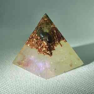 Mirrored Depth Orgone Orgonite Pyramid 4cm - A heart of Golden Tiger Eye, Labradorite, Herkimer Diamonds and copper for Piezoelectric effect.