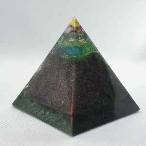 Quantum Dreams Orgone Orgonite Pyramid 6cm - Shungite and Magnetite goodness with Smokey Quartz, Rose Quartz Chunk, copper and nickel coin