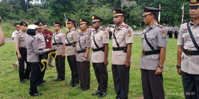 Kapolres Manokwari melantik sejumlah perwira di Mapolres Manokwari, belum lama ini. Foto: Humas Polres Manokwari.