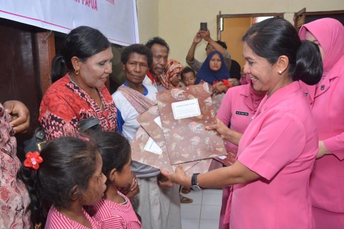 Ny. Watie Rodja Ingatkan Ibu Bhayangkari di Papua Suport Suami dan Hindari Hoax