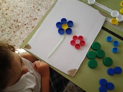 Mural primaveral clasificamos tapones por colores, reciclamos, creamos y nos divertimos 5