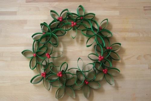 toilet-roll-mistletoe-wreath