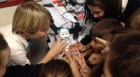 Hoy os vamos a hablar de nuestra primera toma de contacto con el robot AisoyLab con el que ya hemos trabajado dentro del aula tanto en infantil como en el […]