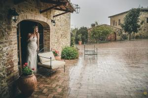 celebrate marriage in Tuscany