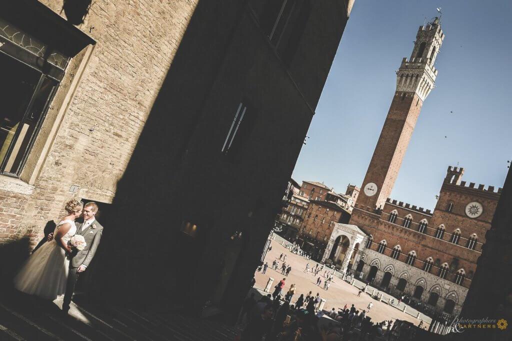 Emma & Alex explore Siena