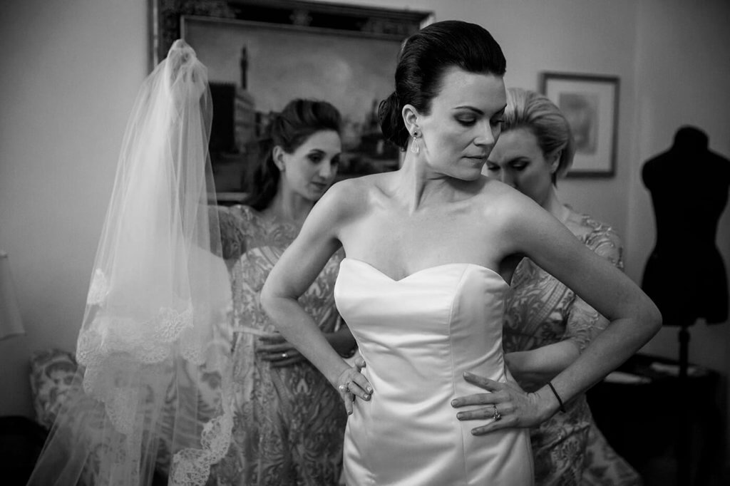 The bride prepares for the ceremony